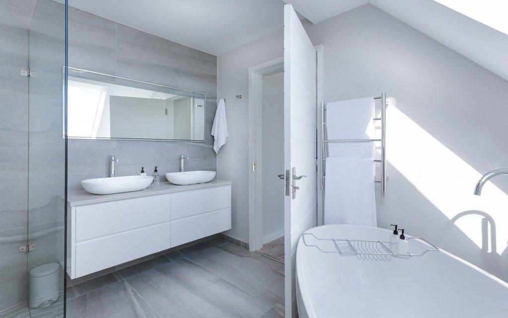 Bathroom with Sink and Bath tub